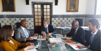Visita do Presidente Interino da Cruz Vermelha de Angola